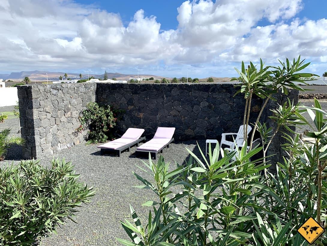 AirBnB Lanzarote Garten Sonnenliegen