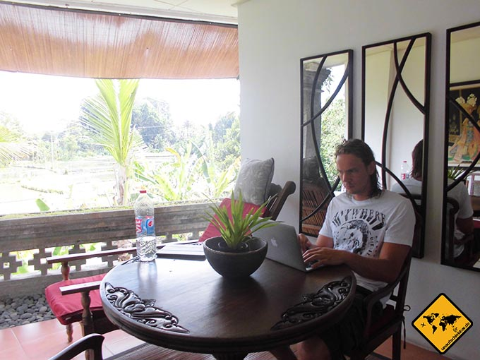 Airbnb Erfahrungen Amrit Bed and Breakfast Sandat Room Ubud Bali Balkon