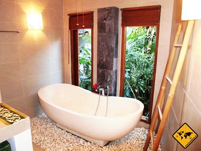 Airbnb Erfahrungen Bali Marina Villas-Hibiskus Amed Badezimmer