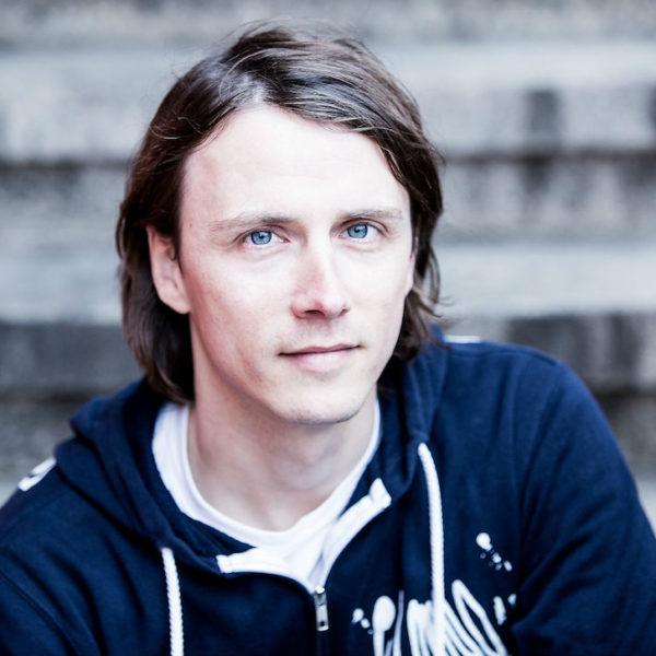 Henning hat REISS AUS! im Jahr 2006 gegründet