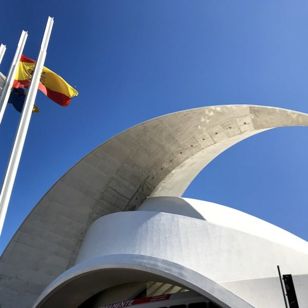 Auditorium Santa Cruz de Tenerife Dach Fahnen