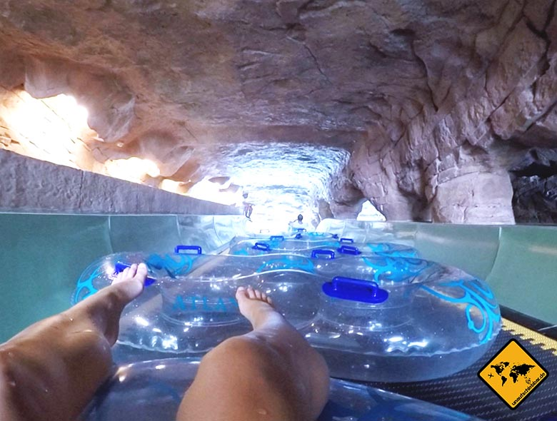 Auffahrt zur Flussrutsche im Dubai Wasserpark