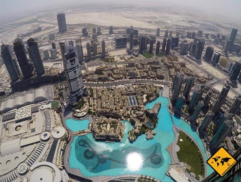 Ausblick von oben auf die Burj Khalifa Wasserspiele