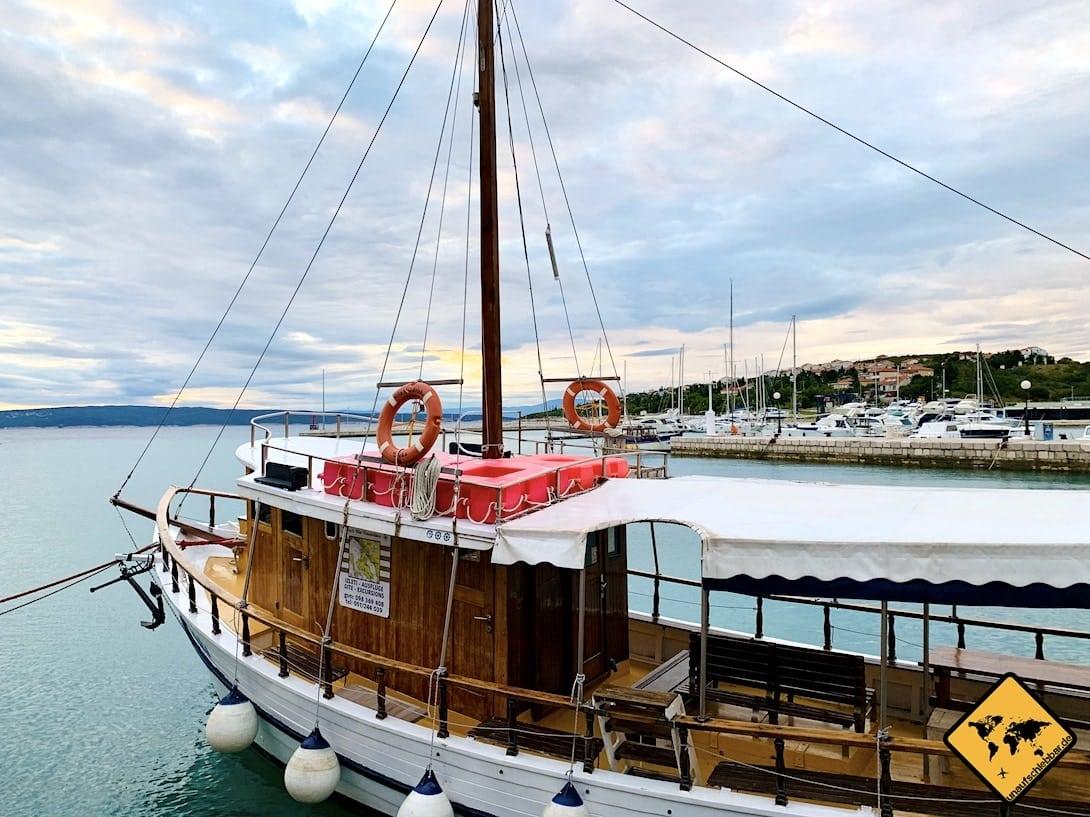 Ausflugsschiff Hafen Novi Vinodolski Kroatien