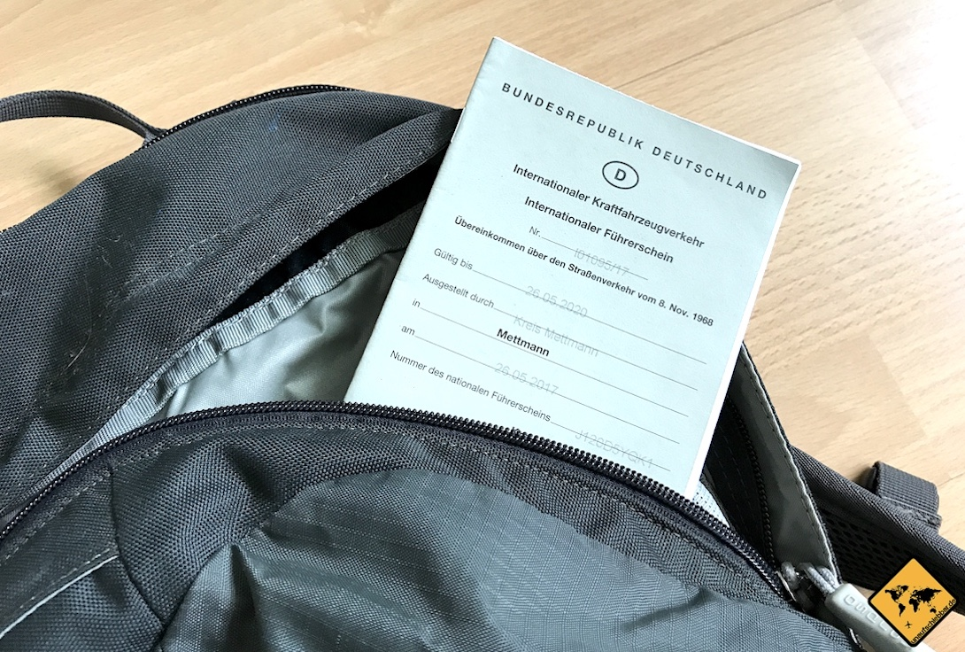Der internationale Führerschein ist auf Bali ein wichtiges Dokument, um das Auto zu mieten und bei Polizeikontrollen keine Probleme zu bekommen