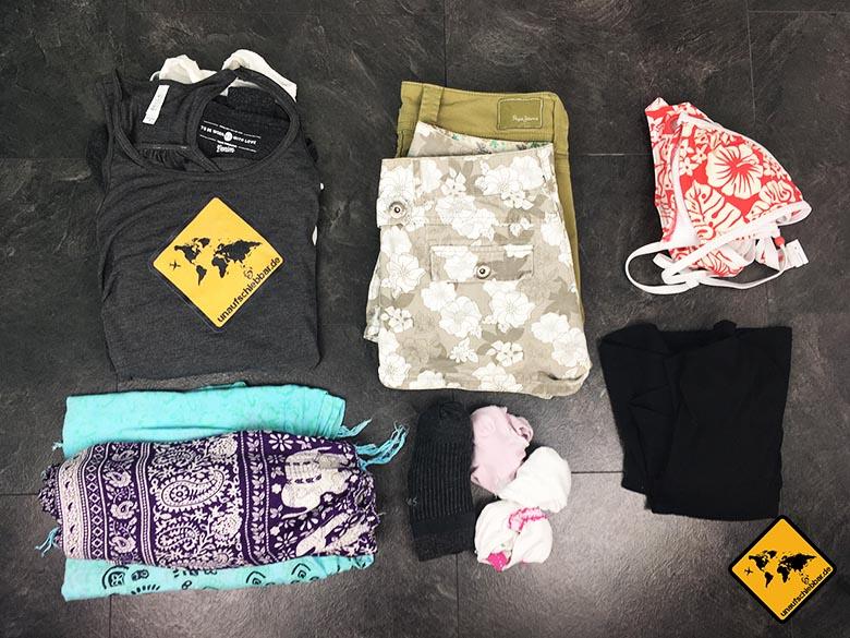 Backpacker Packliste Frauen Kleidung