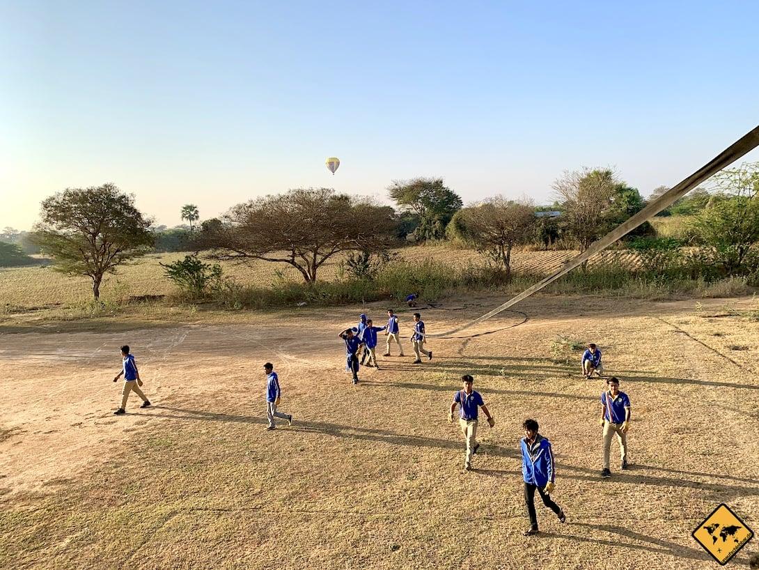 Bagan Ballon Landung Team