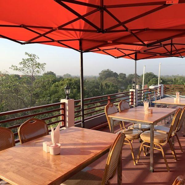 Bagan Sunrise Hotel Dachterrasse Frühstück
