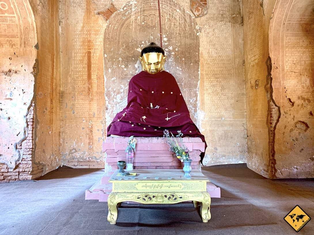 Bagan Tempel in Myanmar Buddha Figur