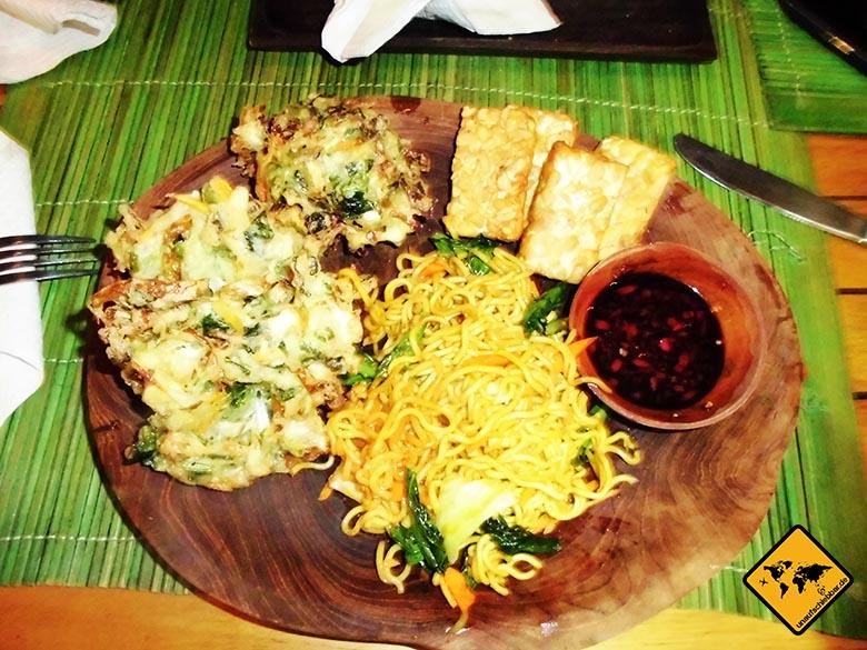 Bali Essen - balinesische Küche - Nudeln frittiertes Gemüse