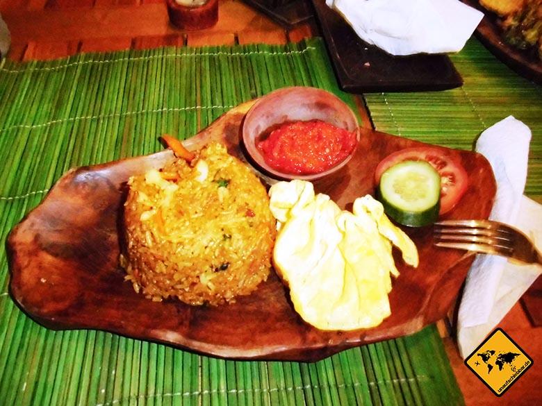 Bali Essen - balinesische Küche - gekochter Reis und Gemüse