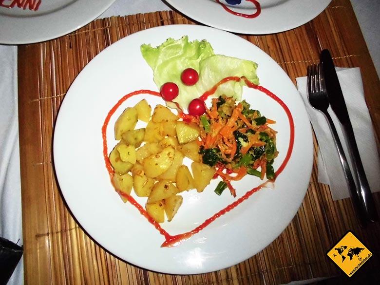 Bali Marina Villas Amed Abendessen mit Herz