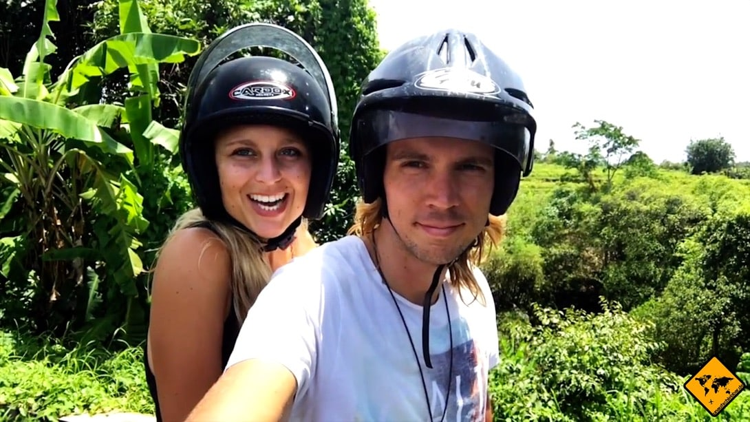 Wir sind auf dem Roller nie ohne Helm unterwegs und können dir nur empfehlen, ebenfalls immer einen Helm zu tragen