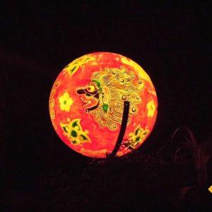 Bali Rundreise bei Nacht mit wunderschön leuchtenden Ballons