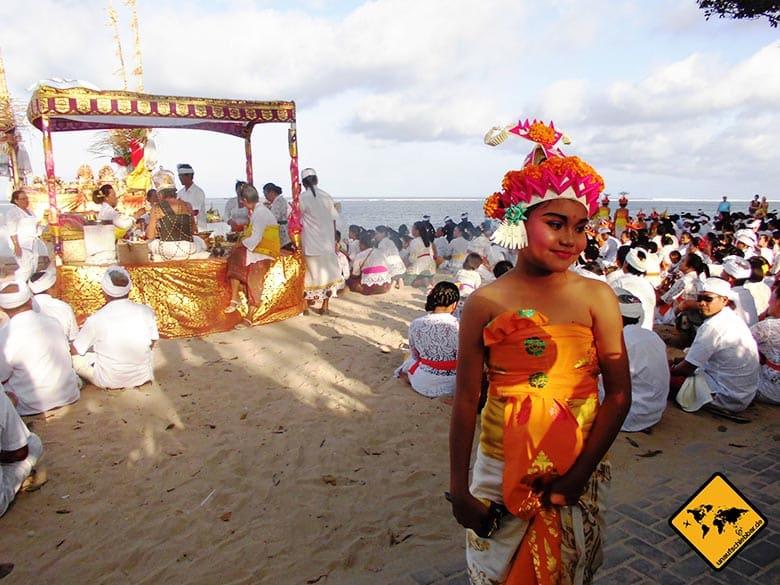 Bali Sehenswürdigkeiten top 10 Sanur balinesisches Fest Einheimische