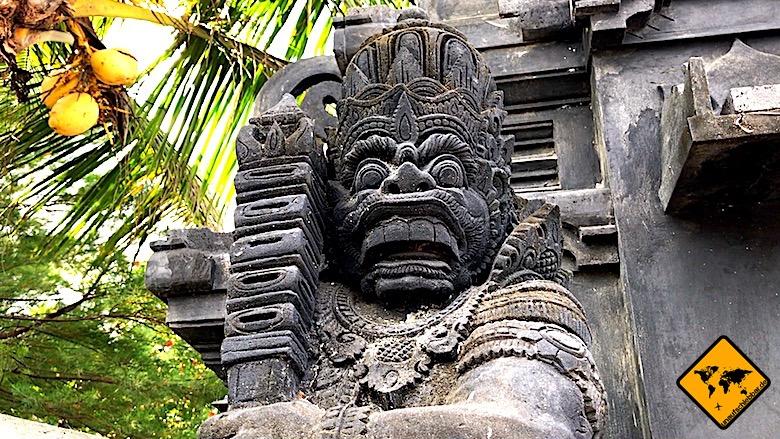 Bali Tempel steinerne Wächterfigur