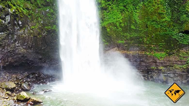 Bali Wasserfall Nungnung Wasserkraft
