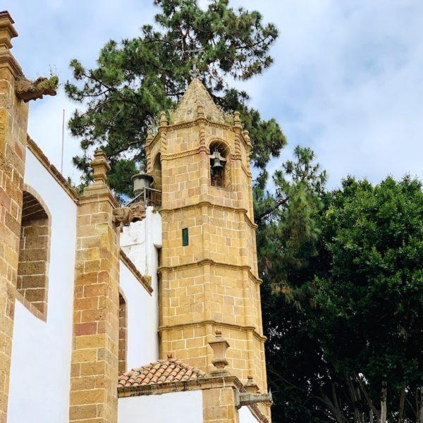 Basilica Nuestra Señora del Pino Glockenturm