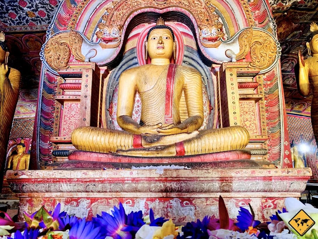 Blumen Buddha Figur Dambulla Höhlentempel