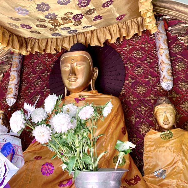 Buddha Figuren Sule Pagode Yangon Myanmar