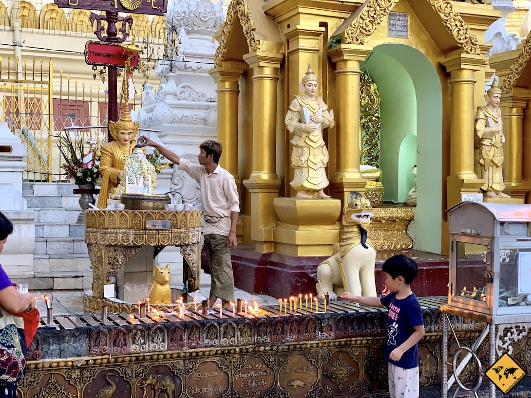Buddha Wasser Ritual Shwedagon Pagode Yangon