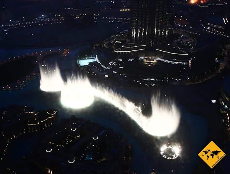 Burj Khalifa Wasserspiele vom Tower aus bei Nacht