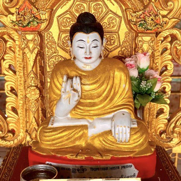 Chauk Htat Kyi Pagode Yangon kleine Buddha Figur
