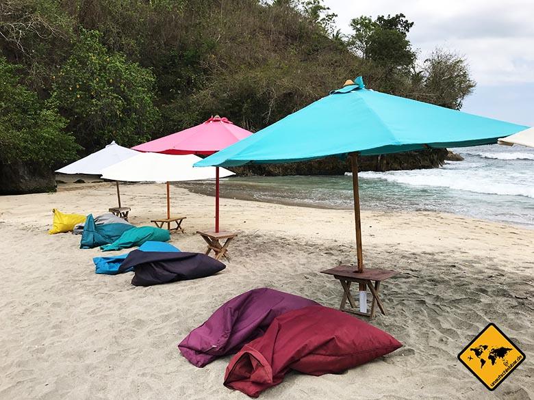 Crystal Bay Beach Nusa Penida Sitzsäcke Schirm