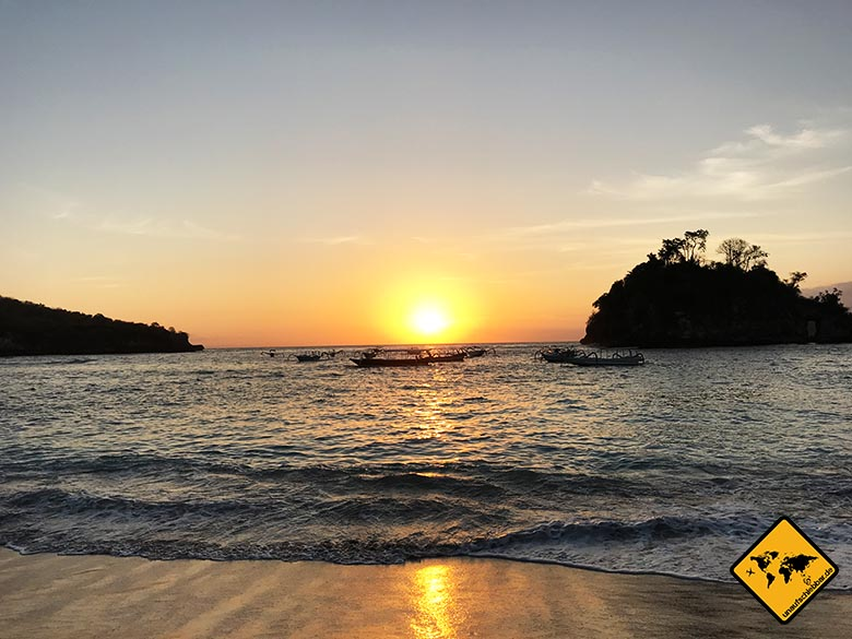 Crystal Bay Beach Nusa Penida sunset