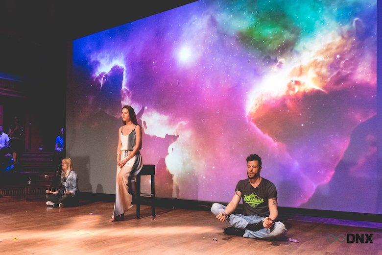 DNX Berlin Funkhaus Felicia Hargarten Marcus Meurer Laura Malina Seiler Meditation