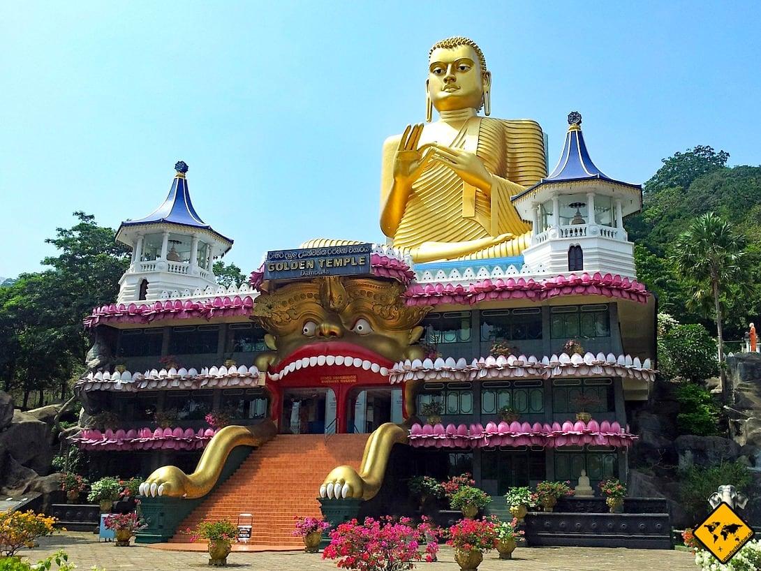 Dambulla Höhlentempel Eingang Buddha Figur