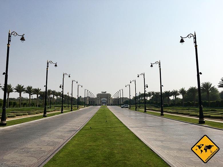 Der Königpalast in Dubai auf dem Weg zur Dubai Wüstensafari