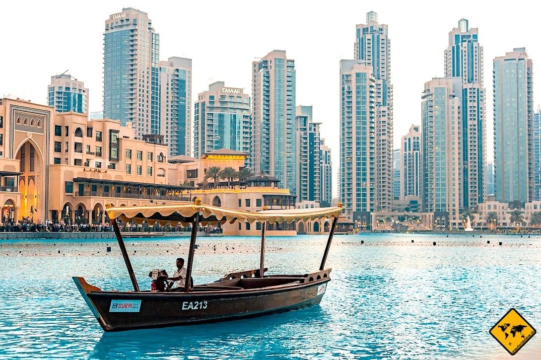 Downtown Dubai Burj Lake Abra