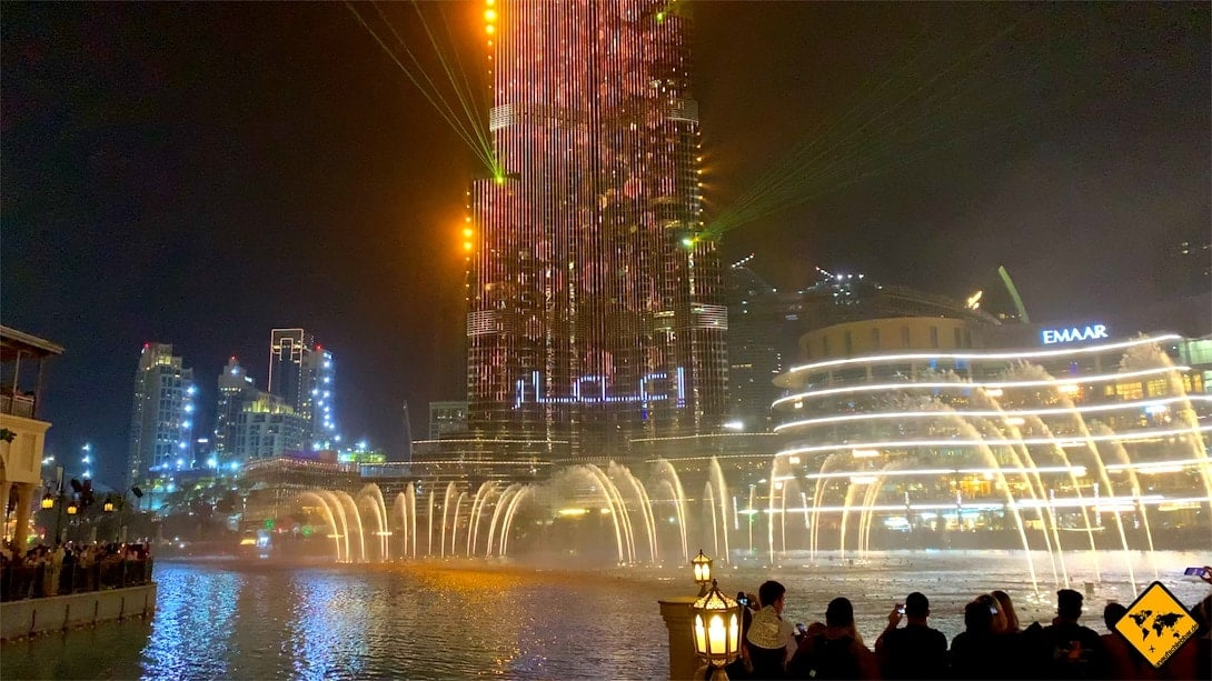Dubai Fountain Wasserspiele abends