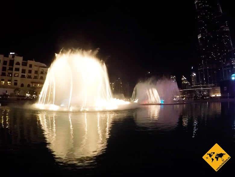 Dubai Fountain Wasserspiele bei Nacht