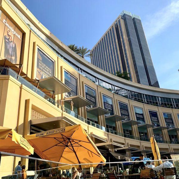 Dubai Marina Mall von außen