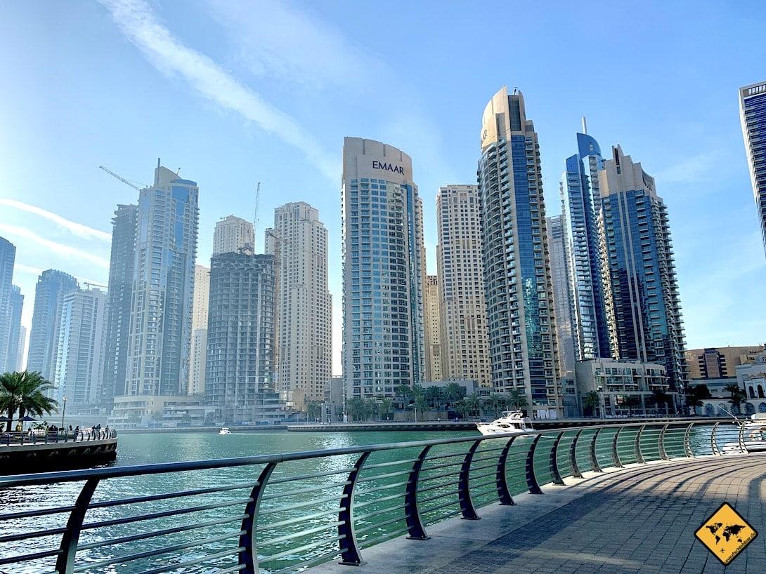 Dubai im Juli Boot Marina