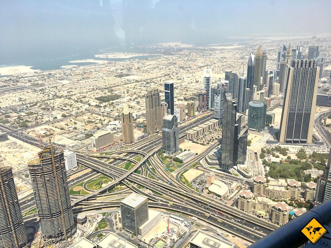 Dubai im Sommer Burj Khalifa Ausblick