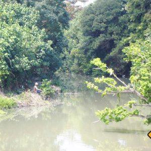 Einheimische Angler nutzen die Seen die ins Meer münden