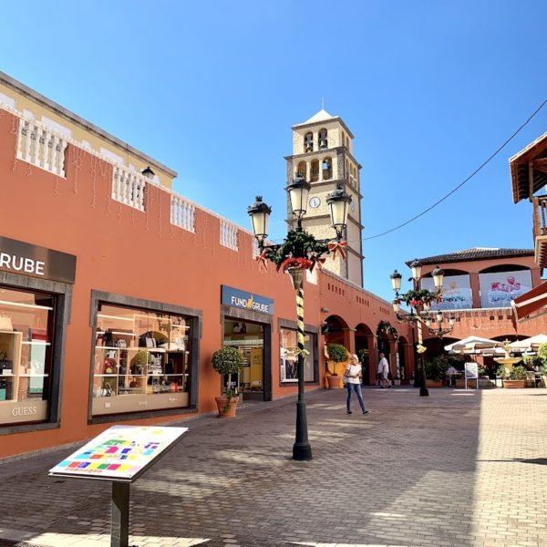 EinkaufsstraßeCentro Comercial El Campanario Corralejo