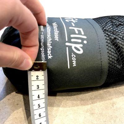 Fit Flip Hüttenschlafsack Test: Unsere gemessene Höhe beträgt ca. 4 cm