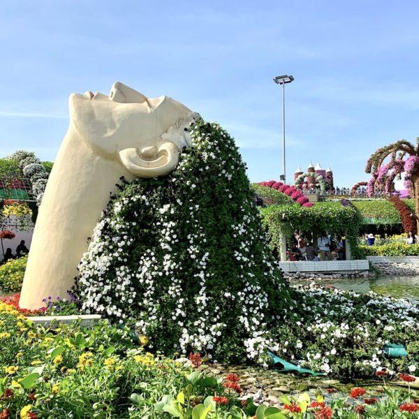 Frau Blumenhaare Miracle Garden in Dubai