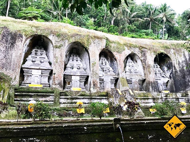 Frontalblick auf die Königsstätten links neben dem Tempel