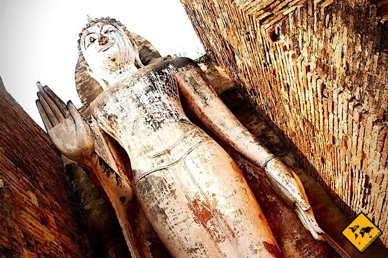 Geschichtspark Sukhothai stehender Buddha