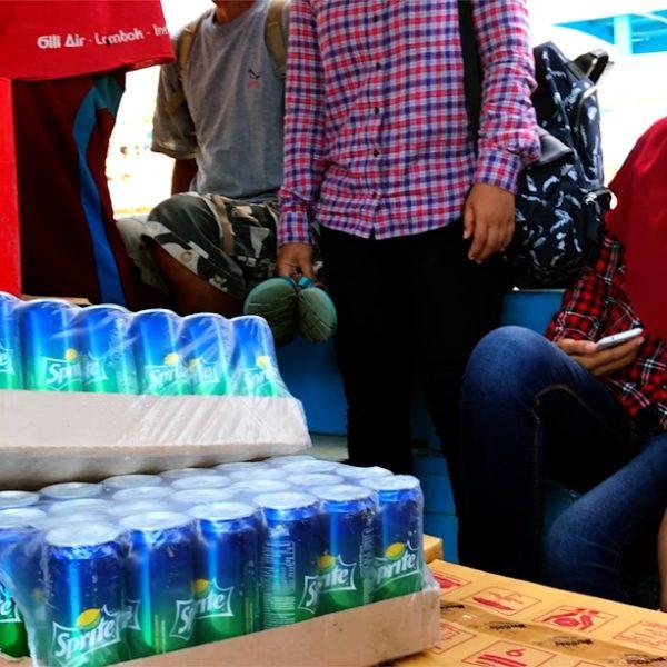 Gili Inseln Anreise: Auf dem Public Boat fahren auch Lebensmittel mit
