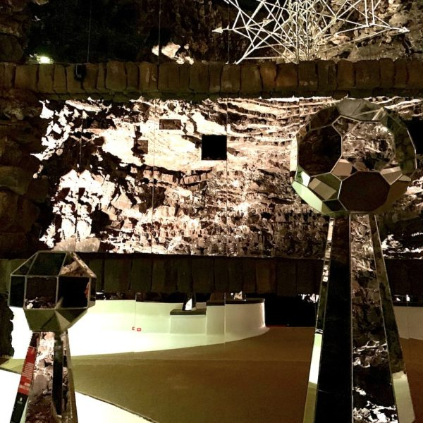 Glasdeko Konzertsaal Jameos del Agua
