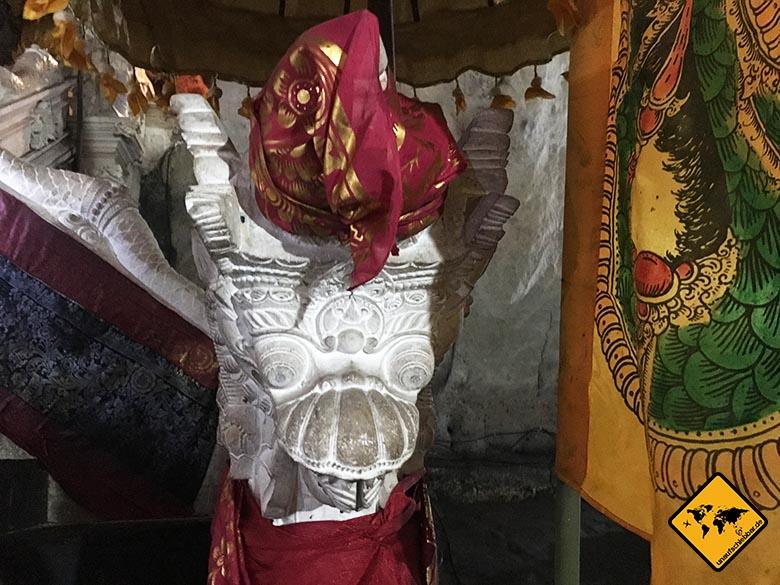 Goa Giri Putri Nusa Penida Tempel Statur