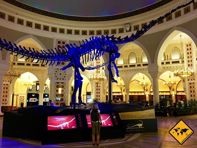 Großes Dinosaurier Skelett in der Dubai Mall
