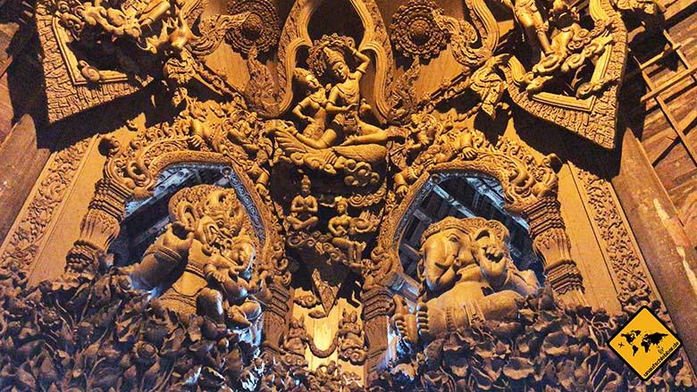 Heiligtum der Wahrheit Pattaya Hinduismus Buddhismus
