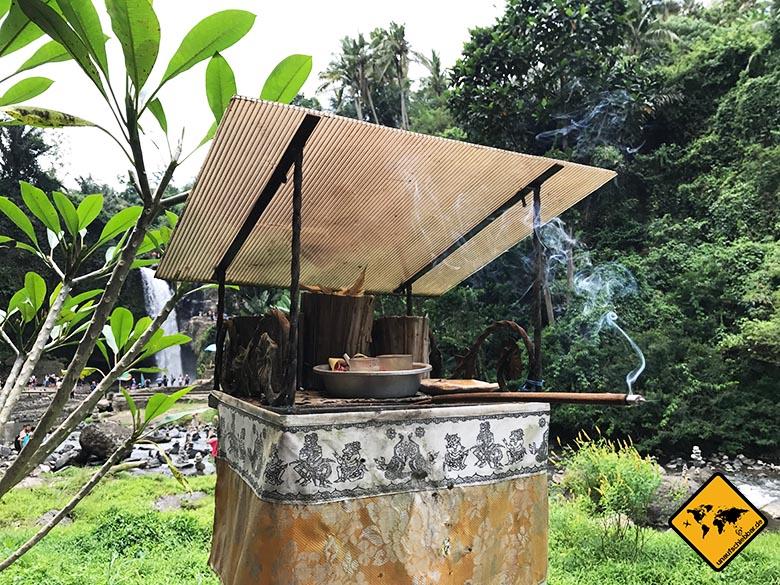 Hindu Kultur Tegenungan Waterfall Ubud